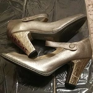 Born gold leather heeled shoes